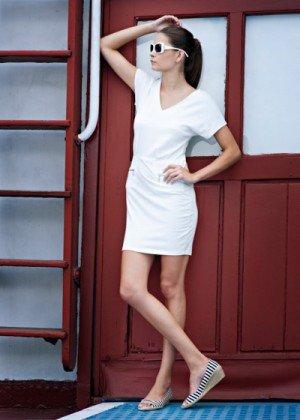 эспадрильи на танкетке с белым платьем