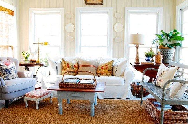 Французская белая гостиная в стиле шебби шик.