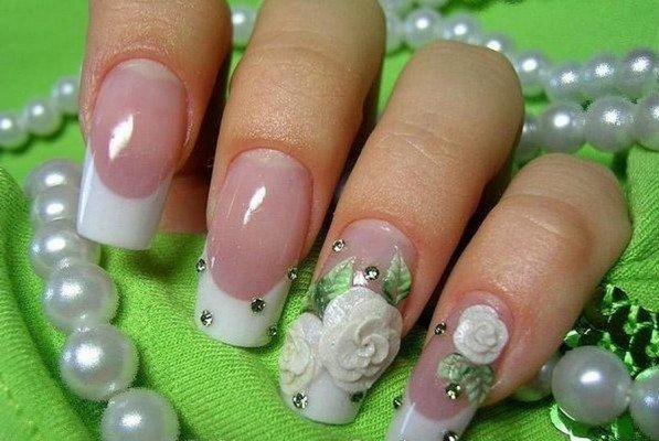френч с розой на одном пальце