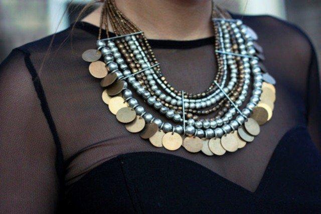 Как носить крупные украшения и бижутерию? 50 примеров на фото
