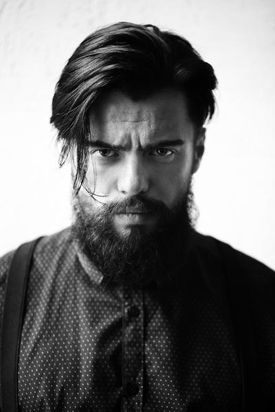 Хипстерская мужская прическа с бородой