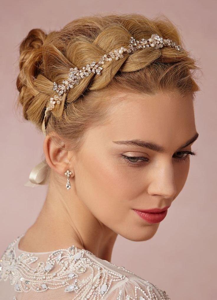 Модное украшение для свадебной прически