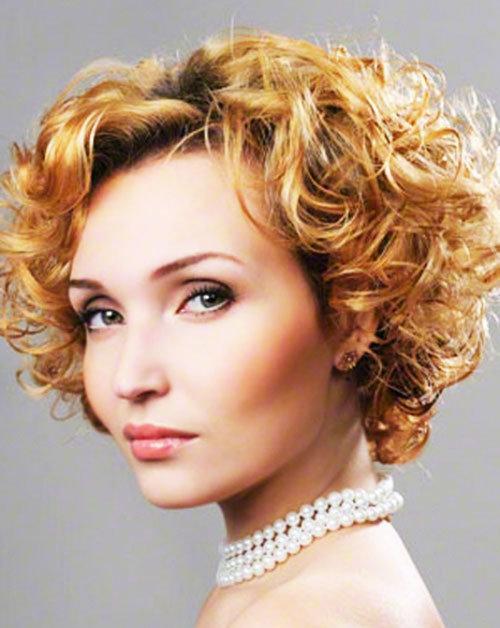 Причёски каскад на короткие волнистые волосы фото