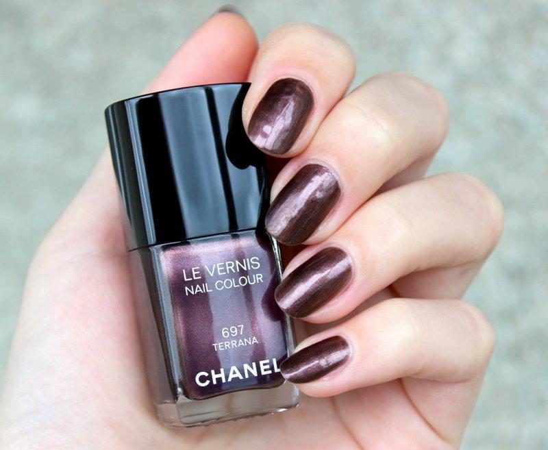 Свотчи: Chanel #697 Terrana, Dior #319 Sunwashed и Guerlain #700 Blue Ocean