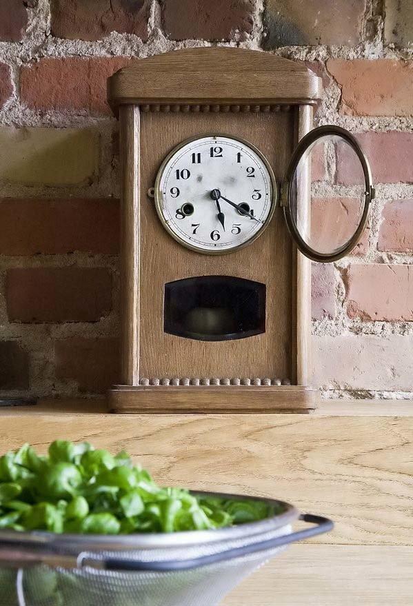 винтажные часы в интерьере