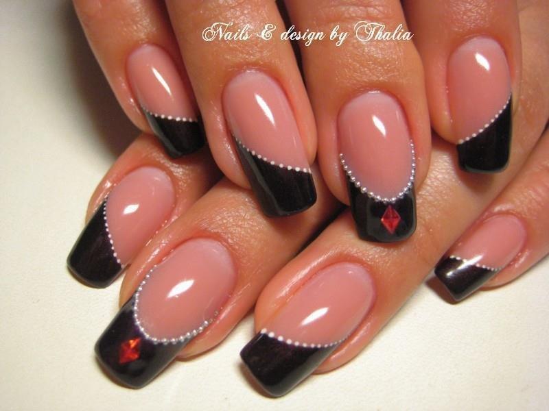 Дизайн ногтей с чёрным френчем