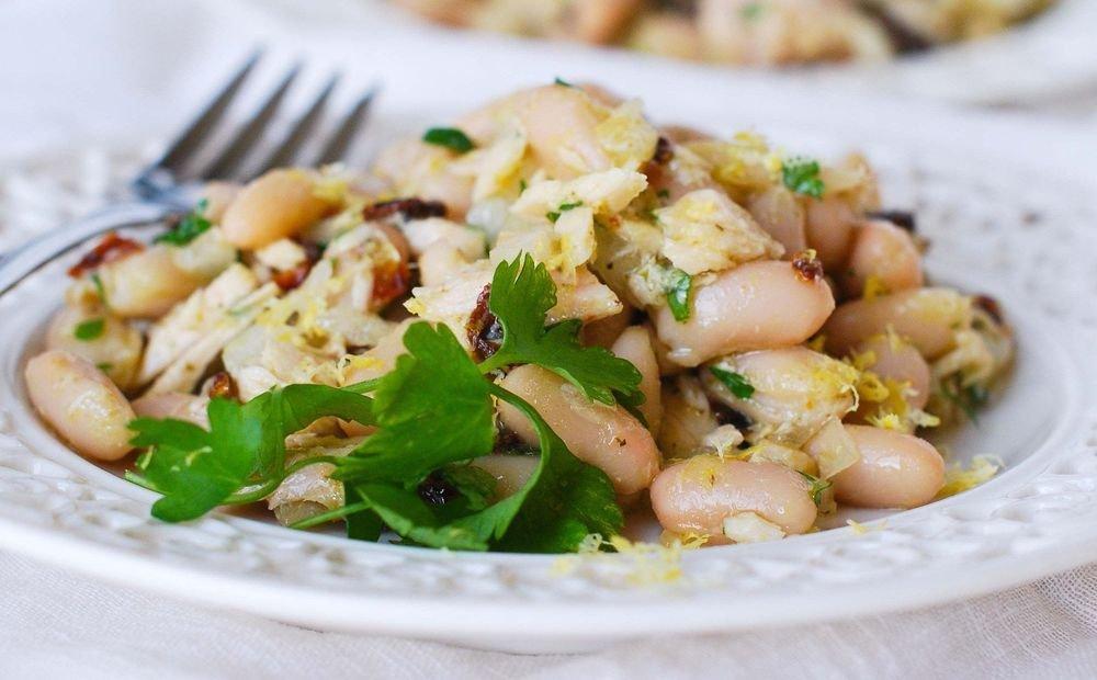 Салат с фасолью консервированной и яйцом