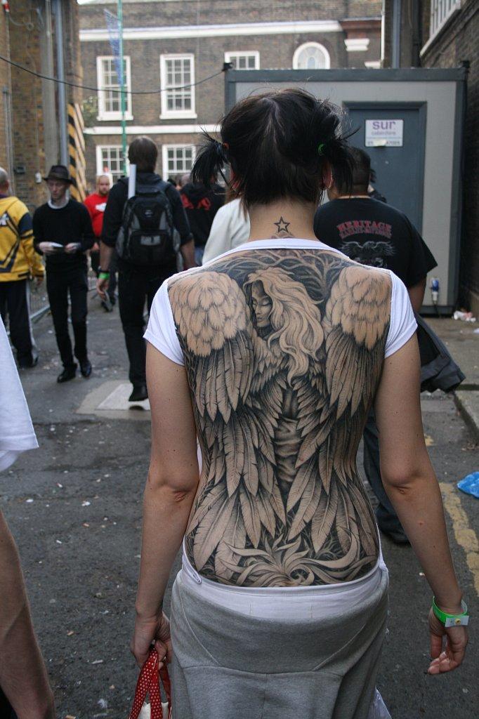 Красивое женские тату, оригинальный татуаж на спине