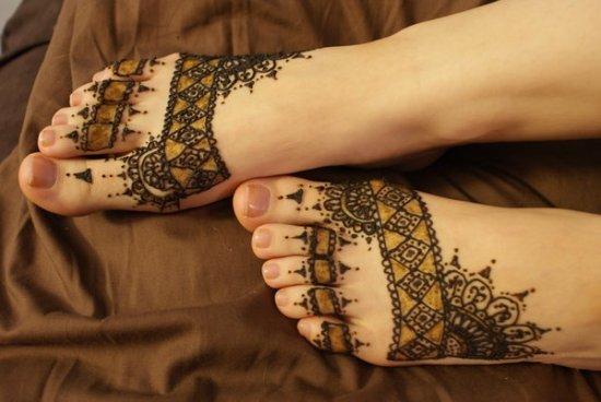 Необычные татуировки на ногах