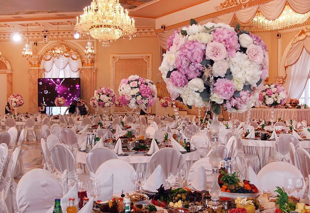 цветы в зале торжеств фото обаятельной вечно