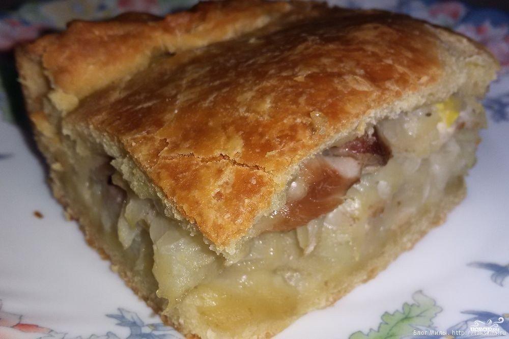 В оригинале использовались консервированные персики, а вместо миндаля — печенье амаретти, но так как сейчас сезон.