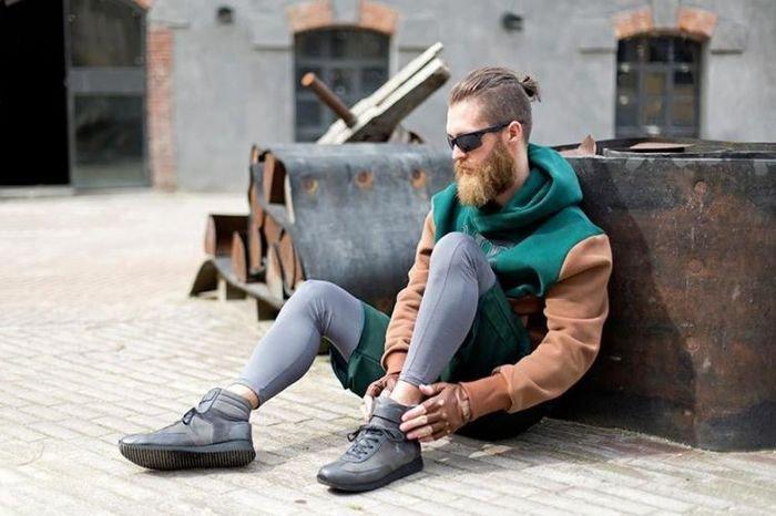 Двойной удар: привлекательные бородатые красавцы с гульками