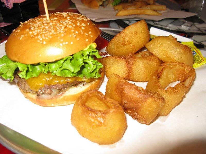 фото - Американский бургер и картошка фри