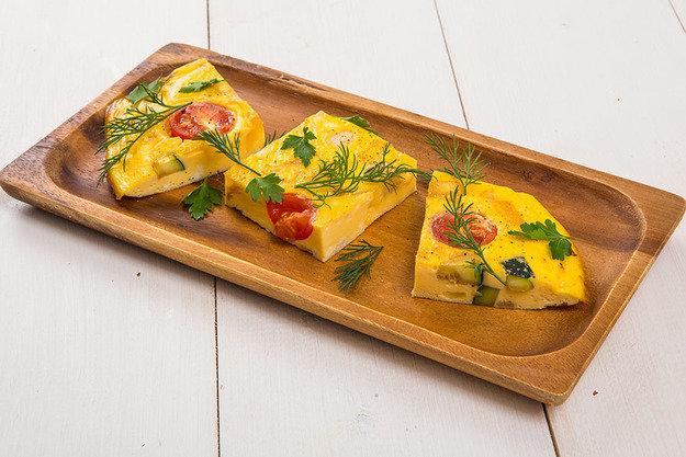 Фриттата с перцем, цукини и помидорами: идеальный завтрак