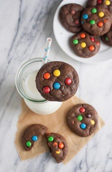 Мягкое шоколадное печенье с M&M's