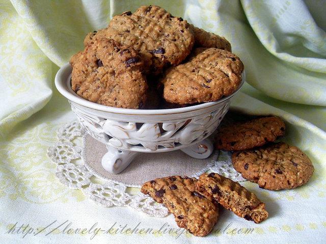 Печенье с кусками шоколада, овсяное печенье
