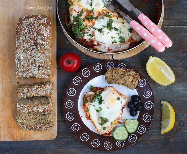 Полезный завтрак: Домашний хлеб и шакшука
