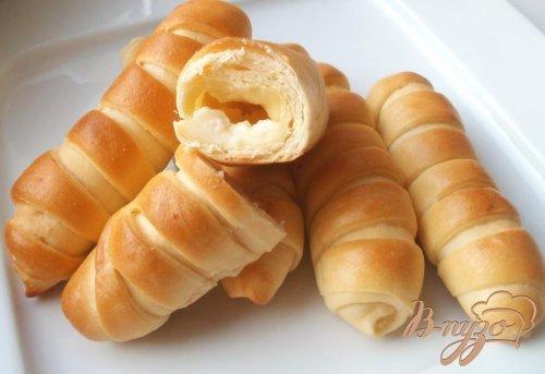 Полосатые булочки с плавленым сыром