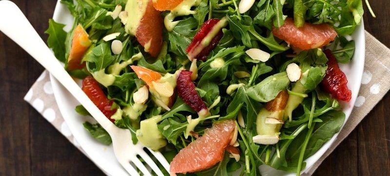 Цитрусовый салат с заправкой из авокадо