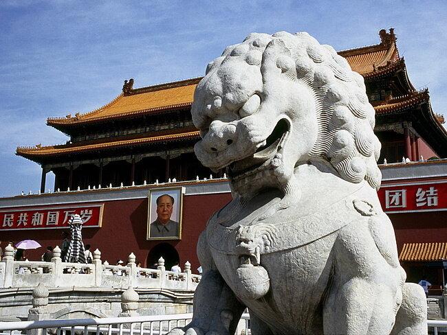 каменный охранник мавзолея Мао Цзэдуна