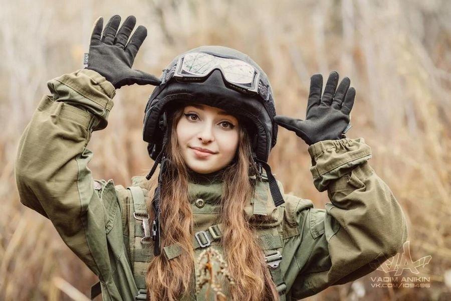 Девушки русских в военной форме