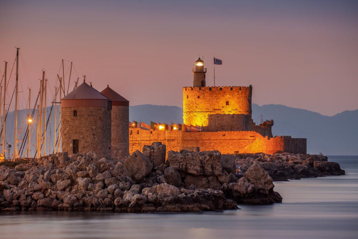 Порт Мандраки. Родос. Греция.