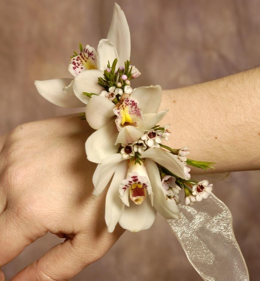 Композиции, живые цветы на руку купить спб