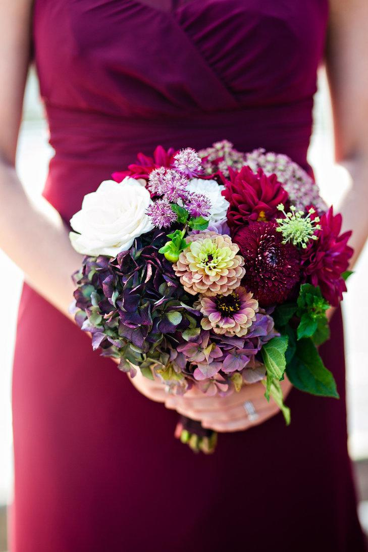Оптом, букет невесты яркого цвета марсала