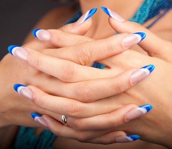 Весенний френч с рисунком на ногтях фото