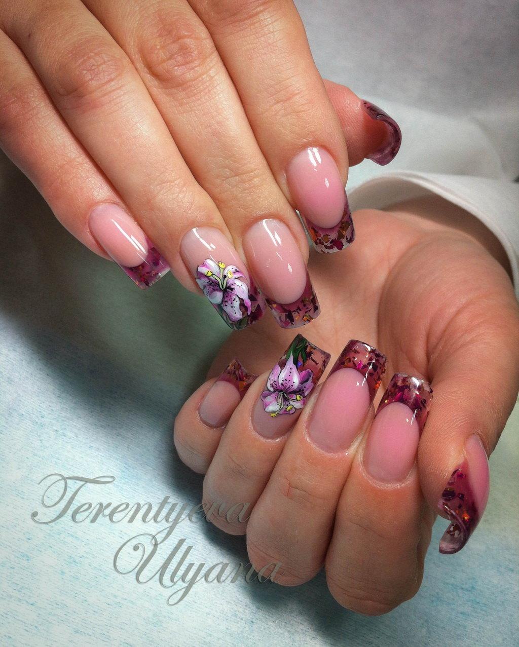 картинки ногтей с лилиями есть