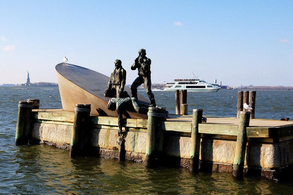памятник морякам торгового флота фото для вас