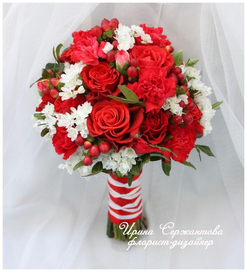 Красно белый свадебный букет