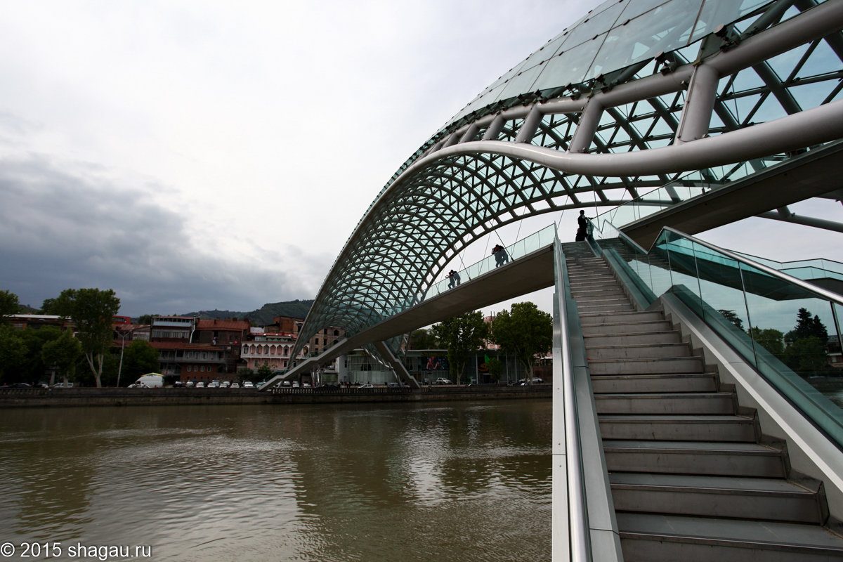 мост мира тбилиси фото