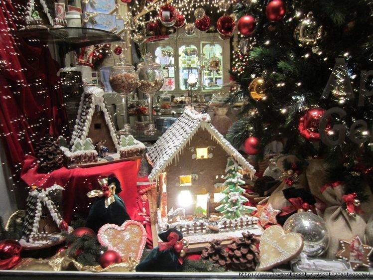 Рождественские витрины в старом городе Цюриха отличаются блеском и насыщенностью: Еще несколько блестящих рождественских витрин:  Но меня более всего пленяли…