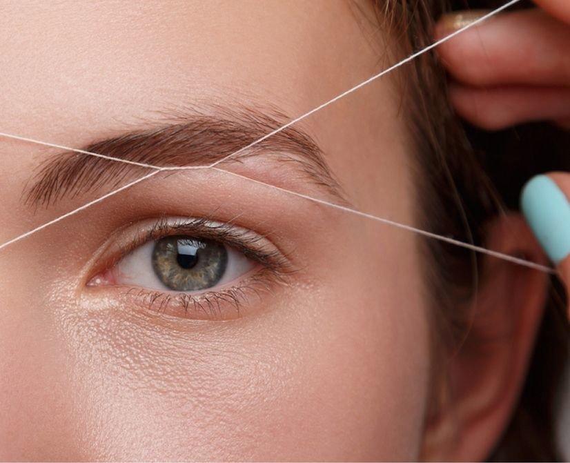 Если вы не знаете, как выщипать брови ниткой, для начала определитесь с формой, которую хотите приобрести.