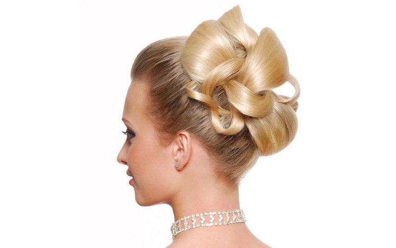 Нежные объемные локоны - удачный вариант для обладательницы не слишком густых волос