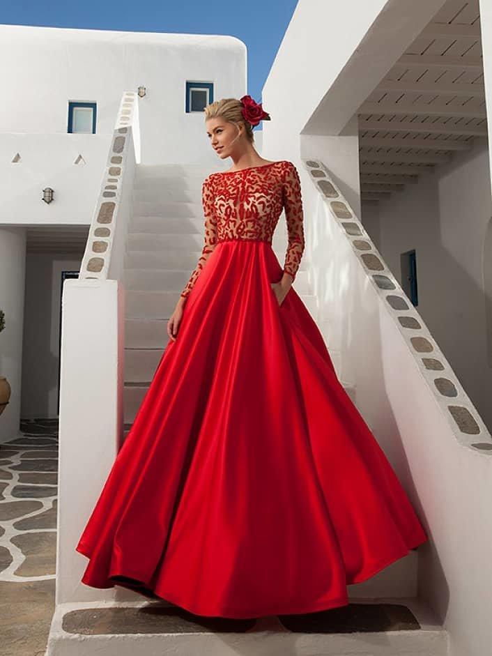 Красное платье на невесте