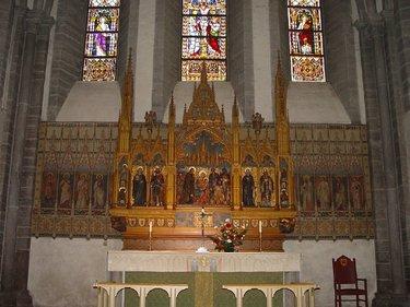 католический алтарь