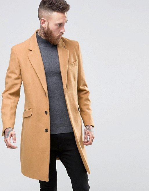 Лаконичное пальто бежевого цвета