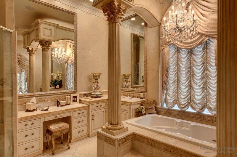 Уютная песочная цветовая гамма ванной с колонной