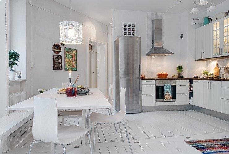 Серебристый холодильник дизайн кухни 177