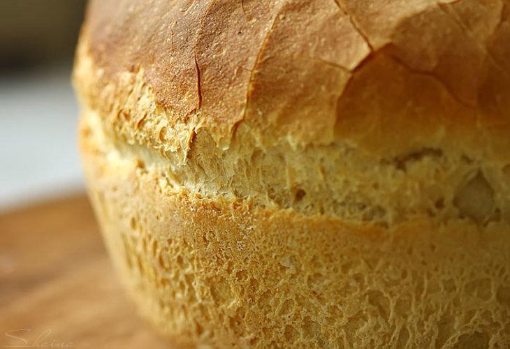 Печем ароматный и вкусный пшеничный хлеб в духовке.