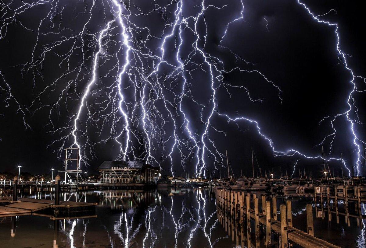 странно, настоящее качественное фото молнии связи обращением ктж