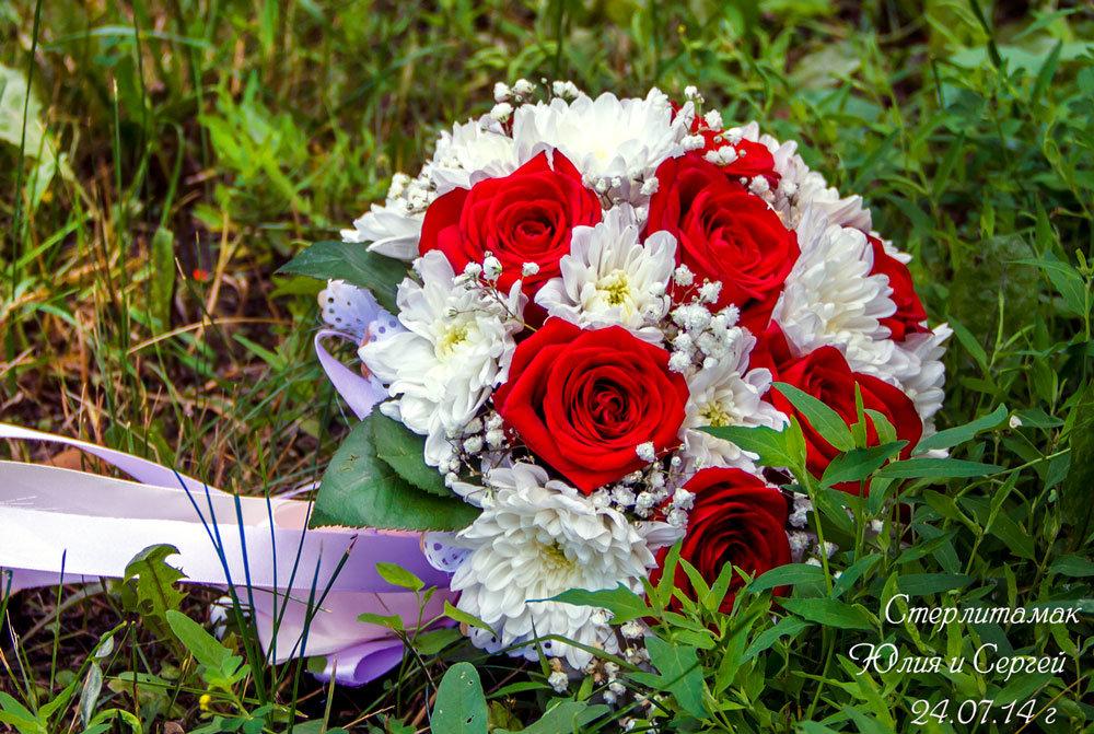 Букет цветов, букет невесты красные розы и хризантемы