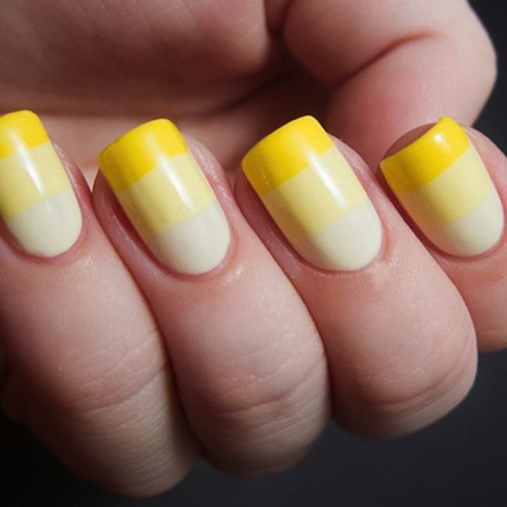 Простой маникюр - полосатый маникюр в желтых тонах