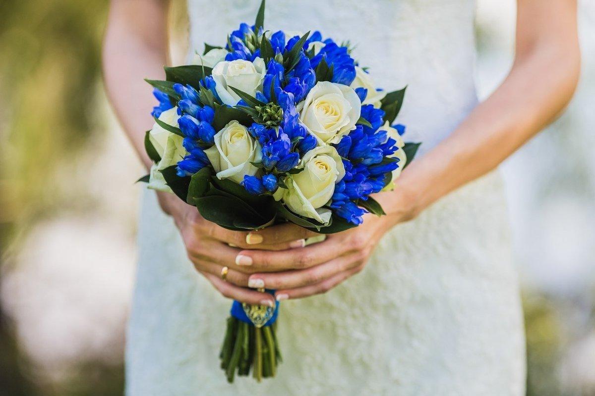 Букет к свадьбе из синих цветов