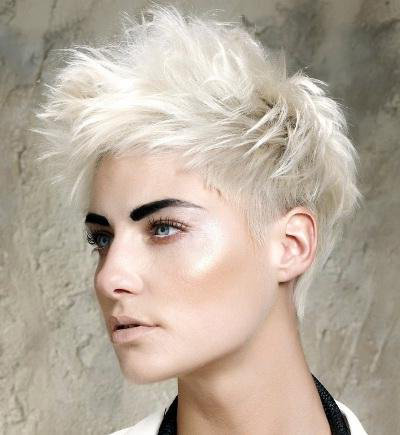 фото блондинки с короткой стрижкой