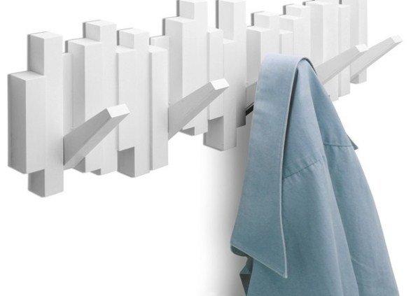 Такой вариант вешалки не только дополнит интерьер, но и поможет существенно сэкономить пространство помещения.