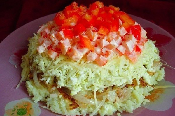 Простой картофельный салат с сыром