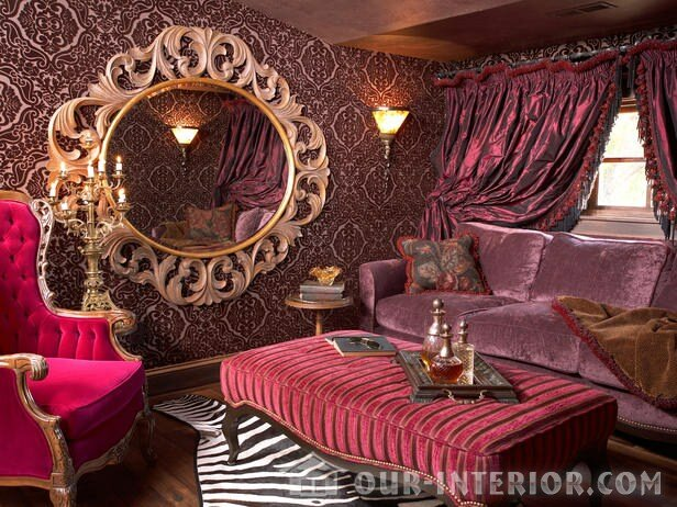 Розово-бордовый интерьер в викторианском стиле